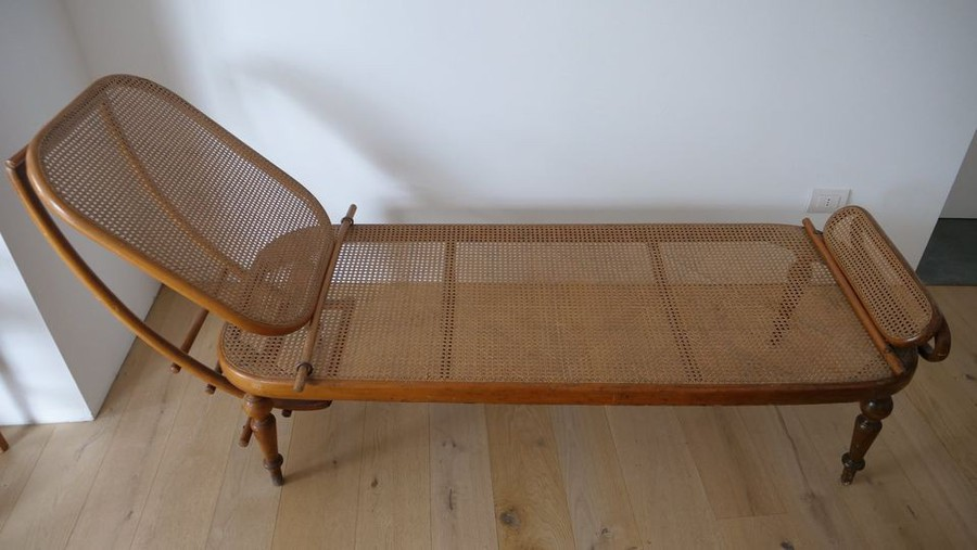 Thonet Lounge Bed